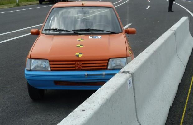 Verkehrssicherheit: Auch Leitplanken werden getestet - RTL-Actionserie teilt sich Autobahn mit TÜV-Ingenieuren