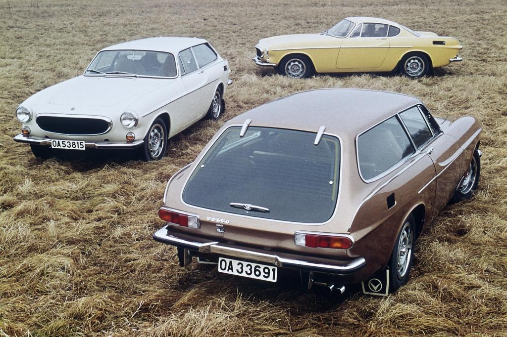 Volvo 1800 E im Hintergrund und 1800 ES links und vorne 1972