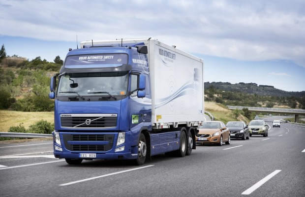 Volvo-Lkw führt automatisierten Fahrzeugverband an