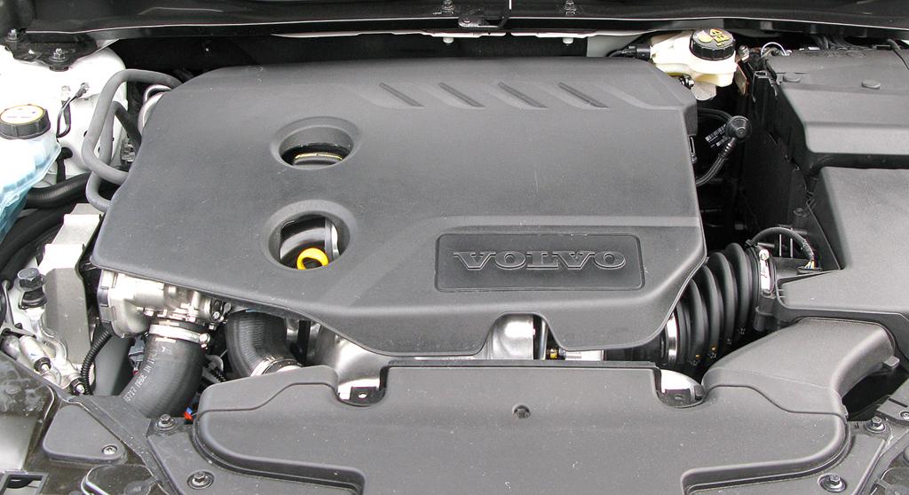 Volvo V40: Blick unter die Haube auf den Basisdiesel mit Ecomodus.