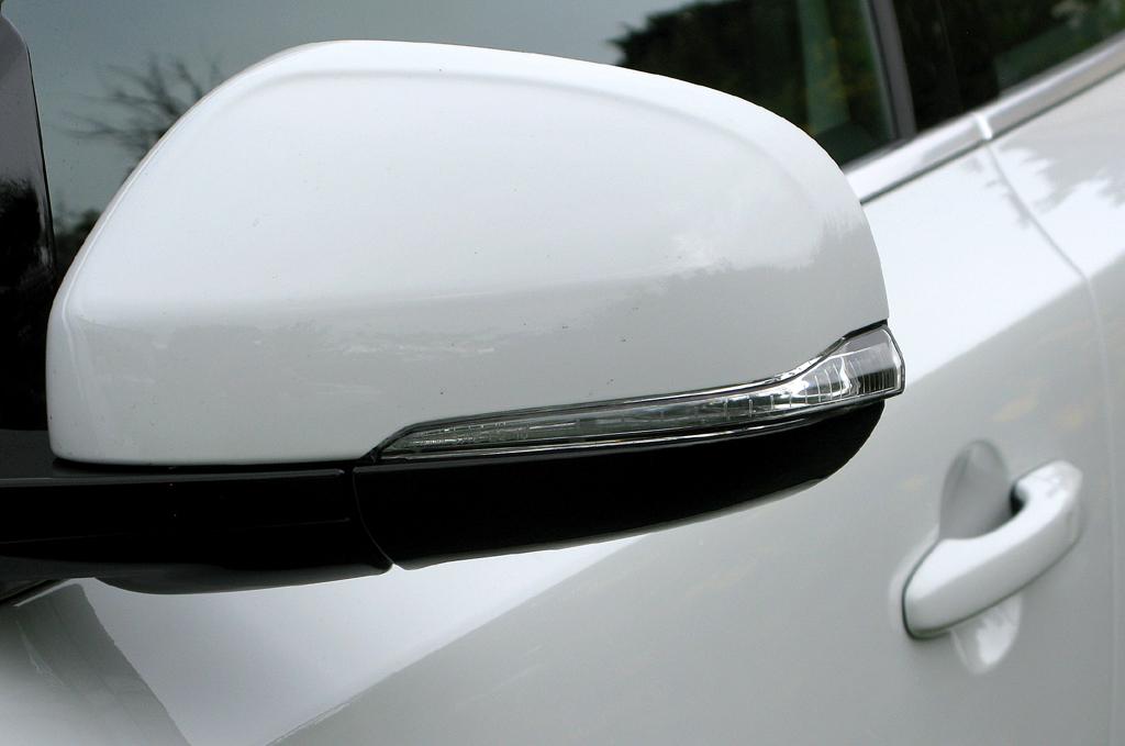 Volvo V40: In die Außenspiegel sind Blinkleisten integriert.