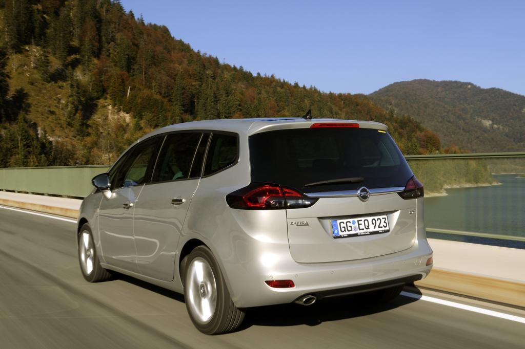 AIs passende Motorisierung empfiehlt sich der Zweiliter-Diesel mit 121 kW/165 PS