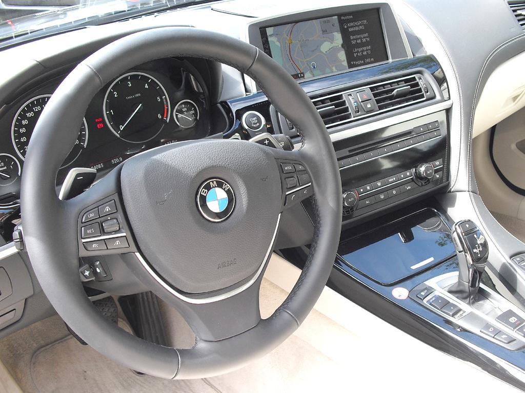 BMW Coupé 640d: Blick ins genauso sportlich-funktionelle wie noble Cockpit.