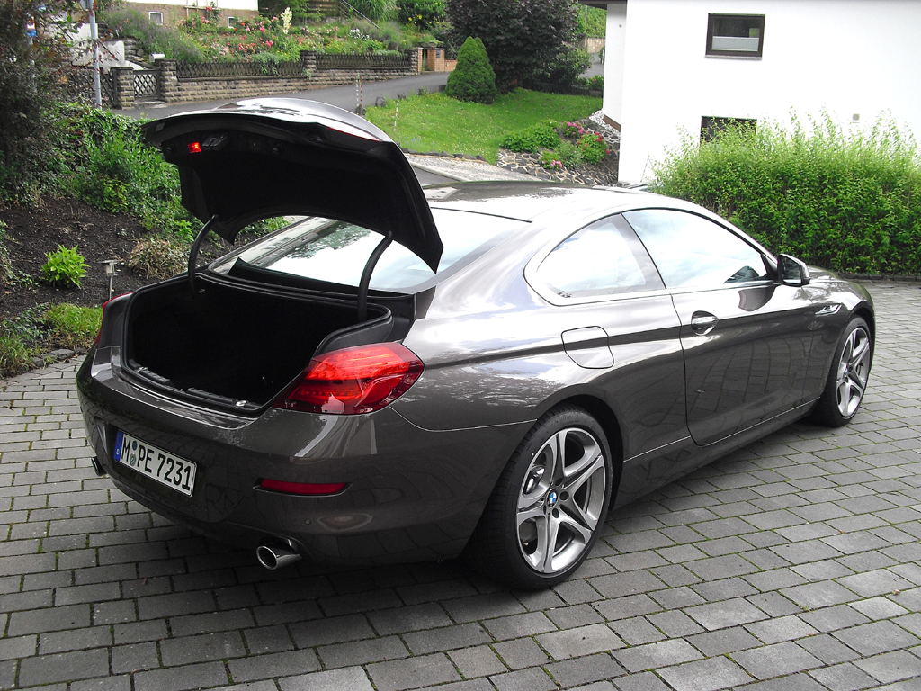 BMW Coupé 640d: Ins Gepäckabteil passen 460 Liter oder drei große Golfbags hinein.