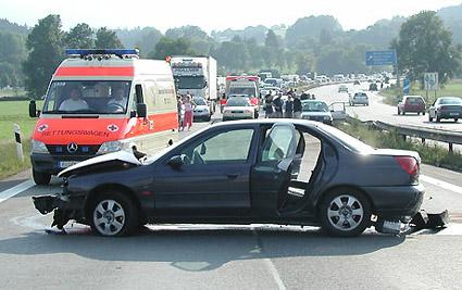 Bei Schäden nach Überfahren von Gegenständen sofort Polizei informieren