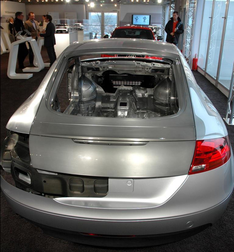 Blick auf eine Audi-Karosserie aus Aluminium, ...
