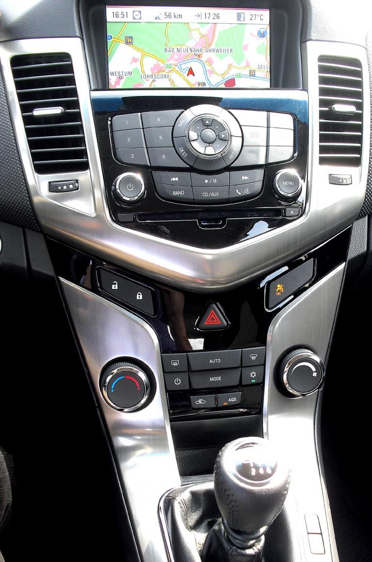 Chevrolet Cruze Kombi: Blick auf den mittleren Armaturenträger.