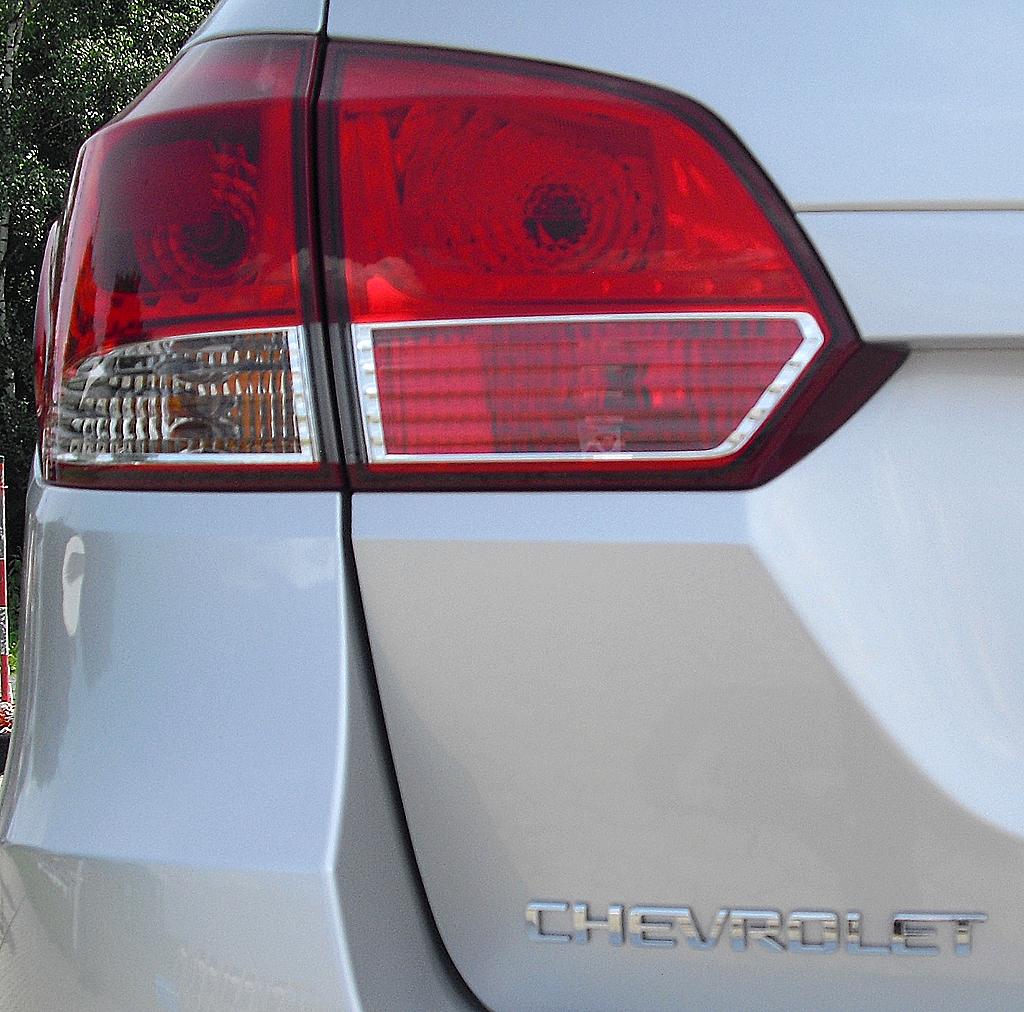 Chevrolet Cruze Kombi: Die Leuchteinheit hinten greift auf die Seite und die Heckklappe um.