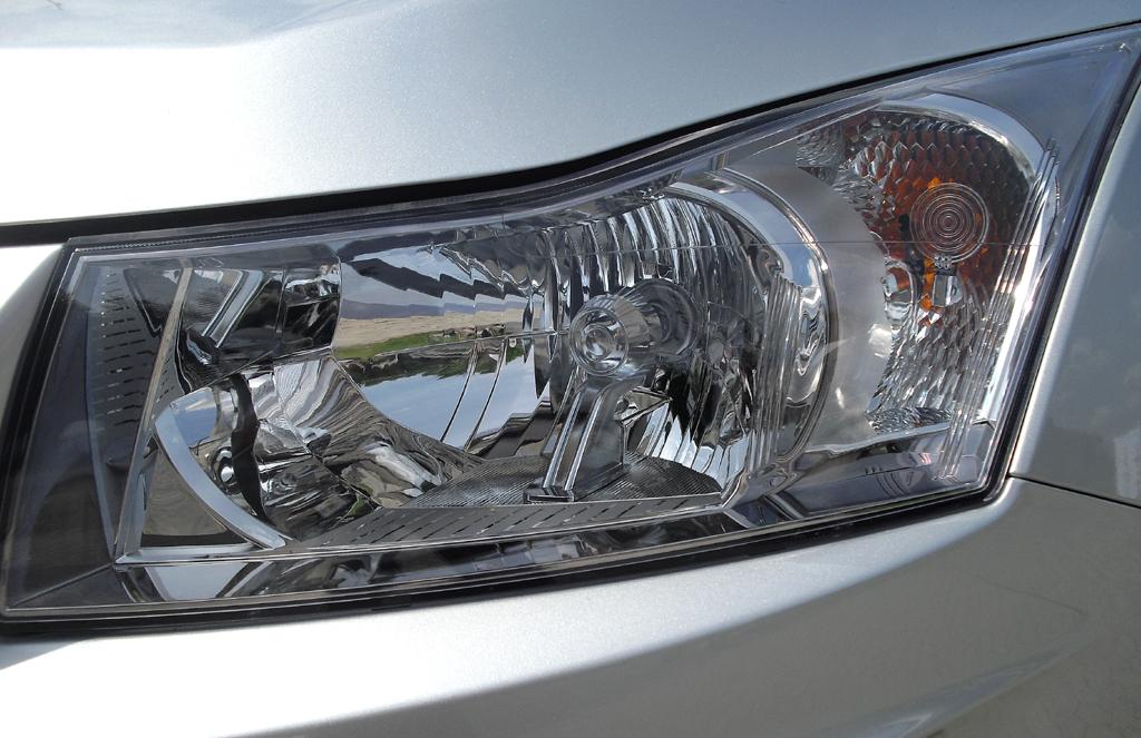 Chevrolet Cruze Kombi: Die Leuchteinheit vorn ist horizontal ausgerichtet.