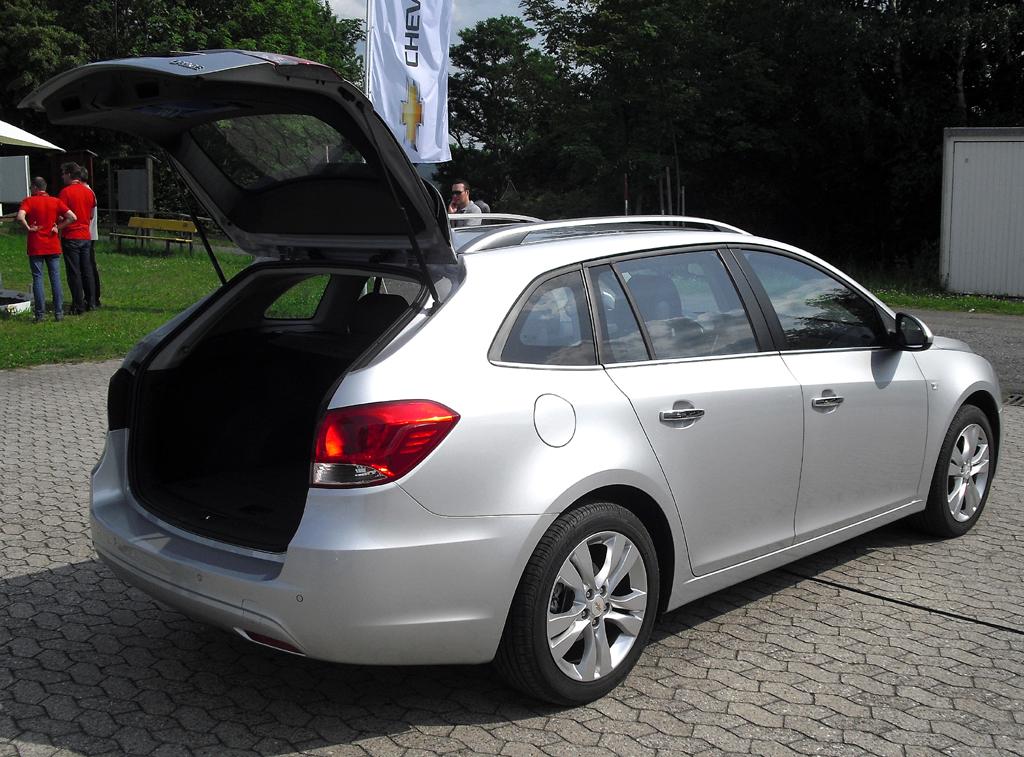 Chevrolet Cruze Kombi: Ins Gepäckabteil passen 500 bis fast 1480 Liter hinein.