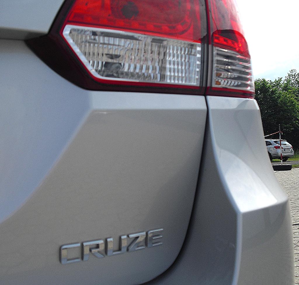Chevrolet Cruze Kombi: Moderne Leuchteinheit mit Modellschriftzug.