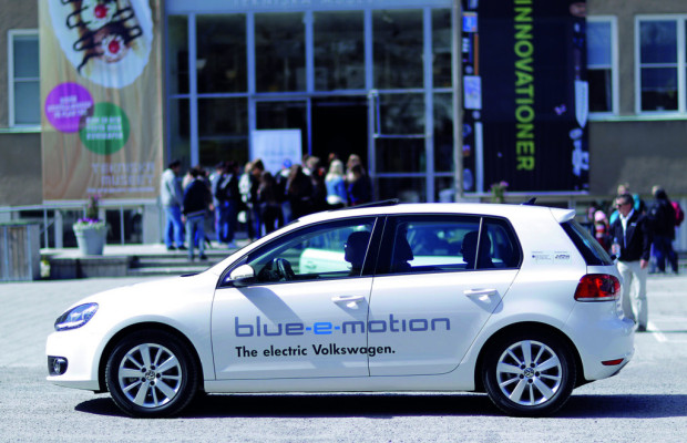 Einweihung des Bremer Plus-Energie-Hauses mit dem Volkswagen Golf Blue-E-Motion