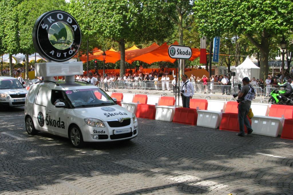 Ersatzteile der gut 6.000 Euro kostenden Wettkampf-Bikes werden mitgeführt
