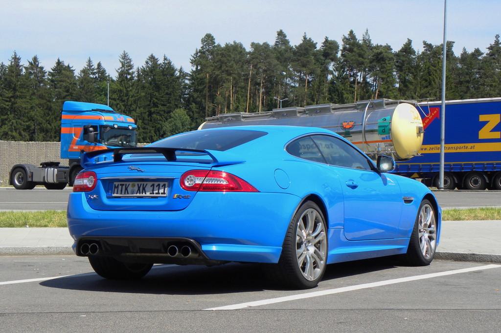 Fahrbericht Jaguar XKR-S: Unter dem Blech lauert das Raubtier