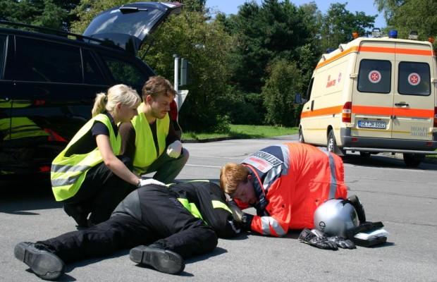 Motorrad: Realtraining und modifizierte Leitplanken gegen schwere Unfälle