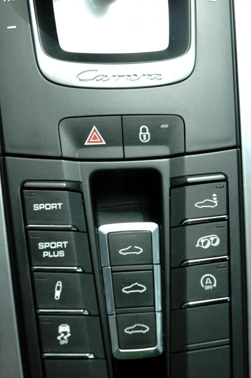 Porsche 911 Carrera S: Blick auf die Bedieneinheit, die den Elfer noch sportlicher macht.