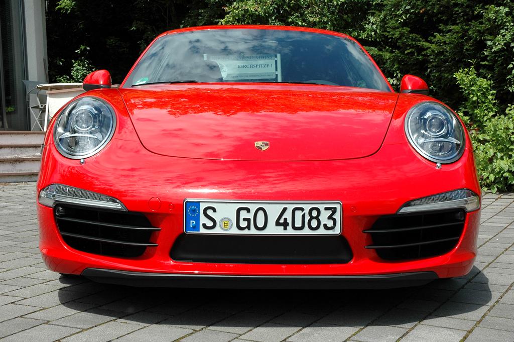 Porsche 911 Carrera S: Blick auf die Frontpartie.