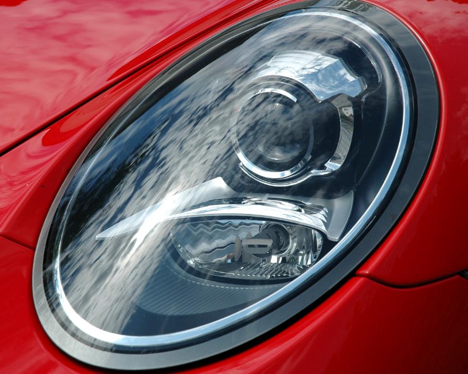 Porsche 911 Carrera S: Moderne Leuchteinheit vorn.