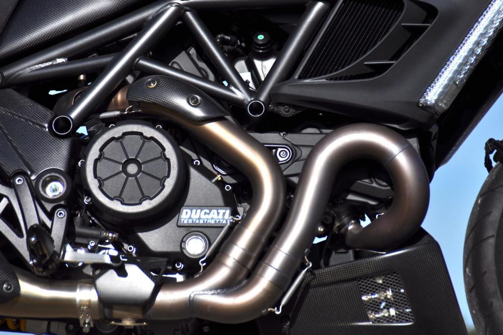 Satte 127,5 Nm bugsieren das diabolische Wesen