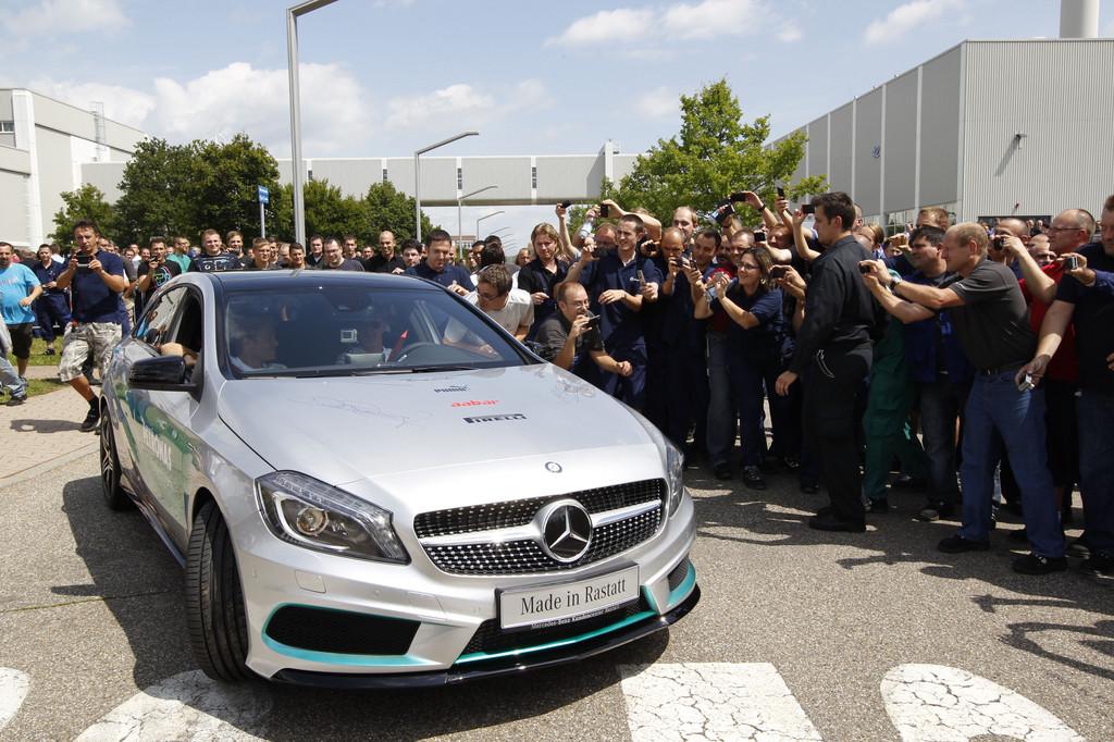 Schumacher und Rosberg besuchen Mercedes-Benz