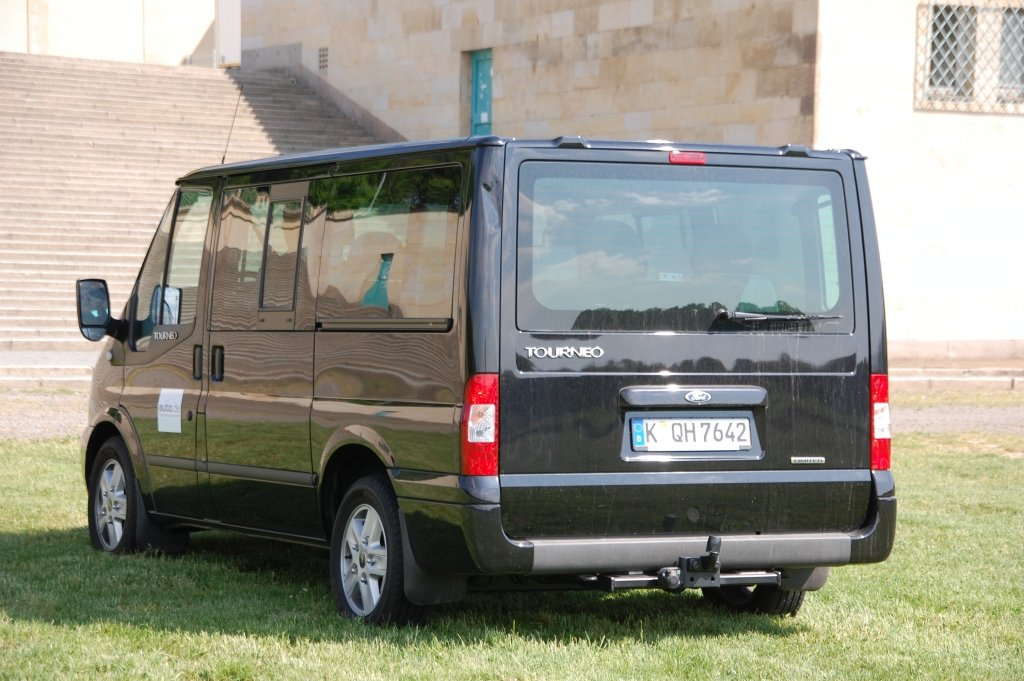 Test Ford Transit Tourneo Limited: Komfortabler Großraum-Van