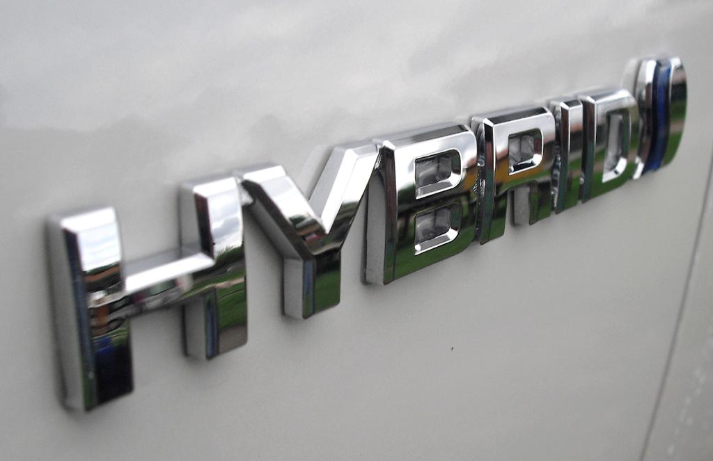 Toyota Prius+: Antriebsschriftzug an der Seite.