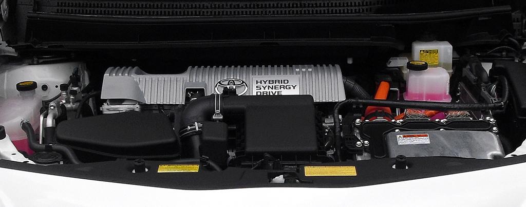 Toyota Prius+: Blick auf die Antriebseinheit, zu der der 1,8-Liter-Benziner gehört.
