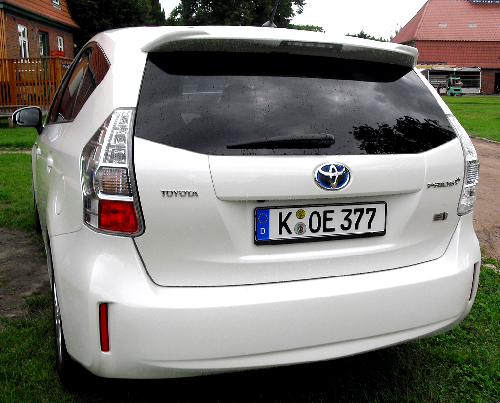 Toyota Prius+: Blick auf die Heckpartie.