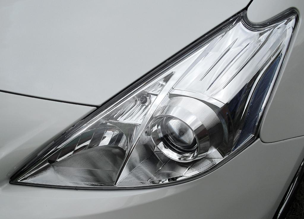Toyota Prius+: Moderne Leuchteinheit vorn.
