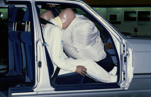 25 Jahre Beifahrer-Airbag bei Mercedes-Benz