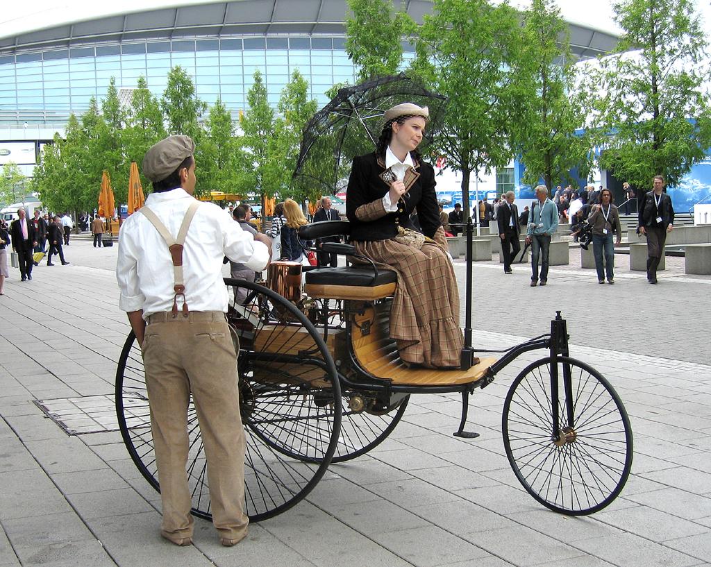 Bei Frühzeitmobilen wie diesem Dreirad spielte Windschnittigkeit noch keine Rolle.