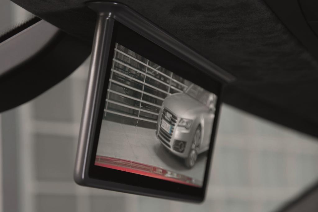 Beim Audi R8 e-tron gibt es einen Bildschirm an Stelle des Innenspiegels