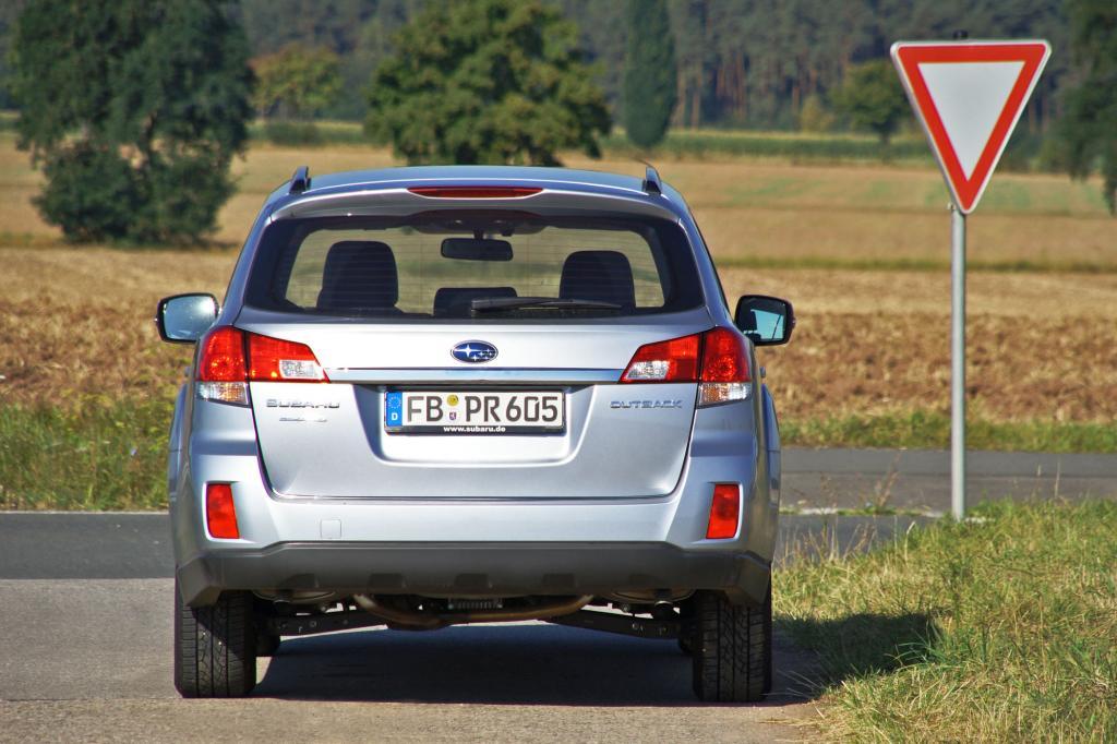 Besser zum Outback würde der klangvolle und bissige Vierzylinder-Turbomotor passen