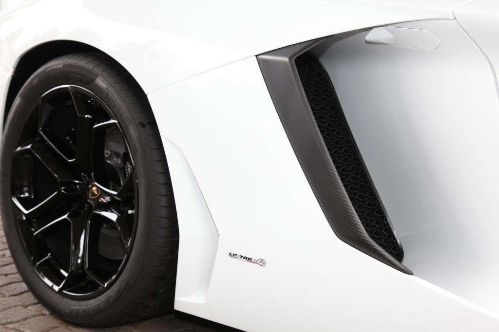 Capristo Exhaust Systems setzt beim Lamborghini Aventador LP 700 auf mehr Karbon