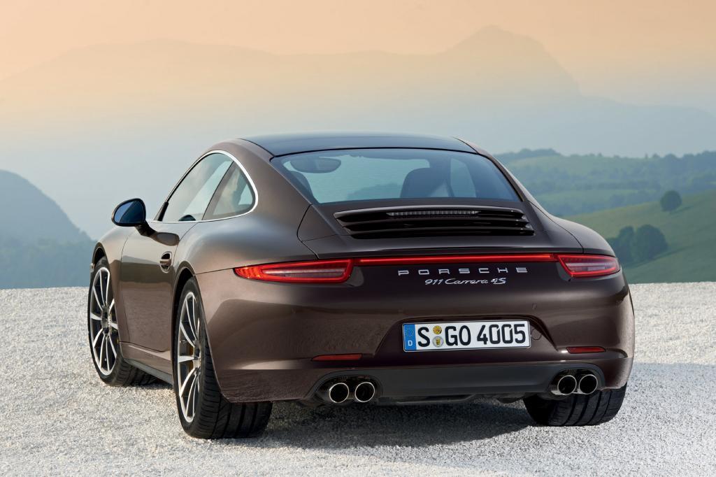 Der Carrera 4 kostet exakt 97.557 Euro und damit zusätzlich 9.520 Euro zum reinen Hecktriebler