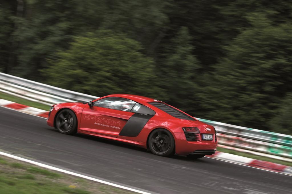 Der Elektro-Audi tritt unter anderem gegen die Elektroversion des Mercedes SLS an