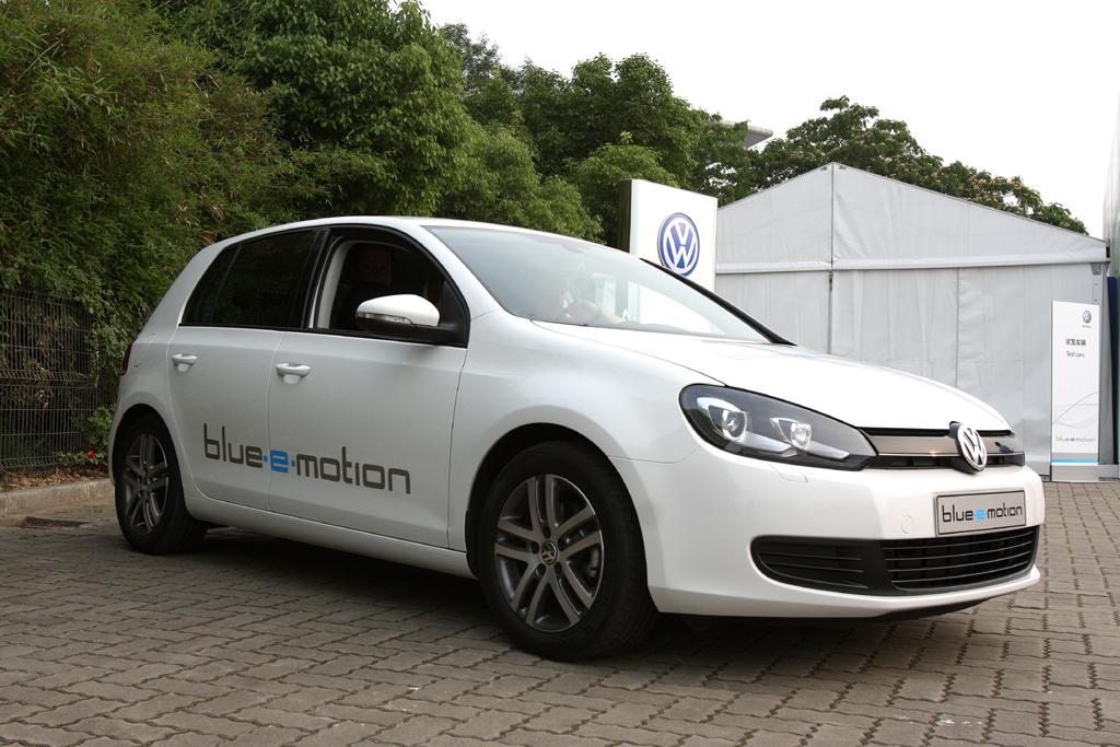 Der Golf blue-e-motion steht bei VW für Elektroantrieb ...
