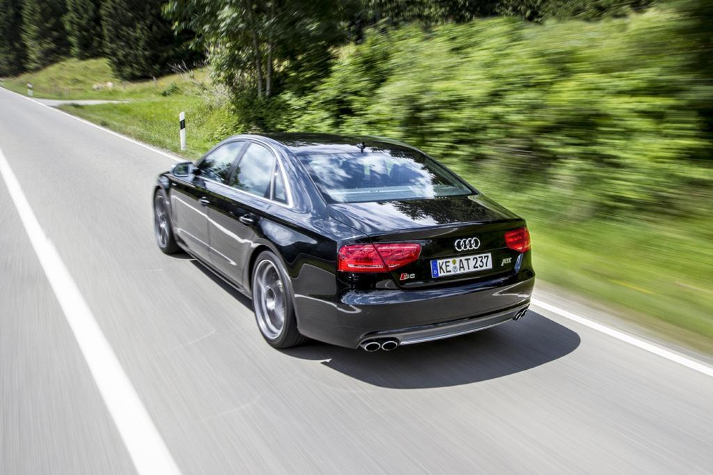 Die AS8 genannte Limousine kommt dank geänderter Motorelektronik des 4,2-Liter-Turbobenziners auf 456 kW/620 PS