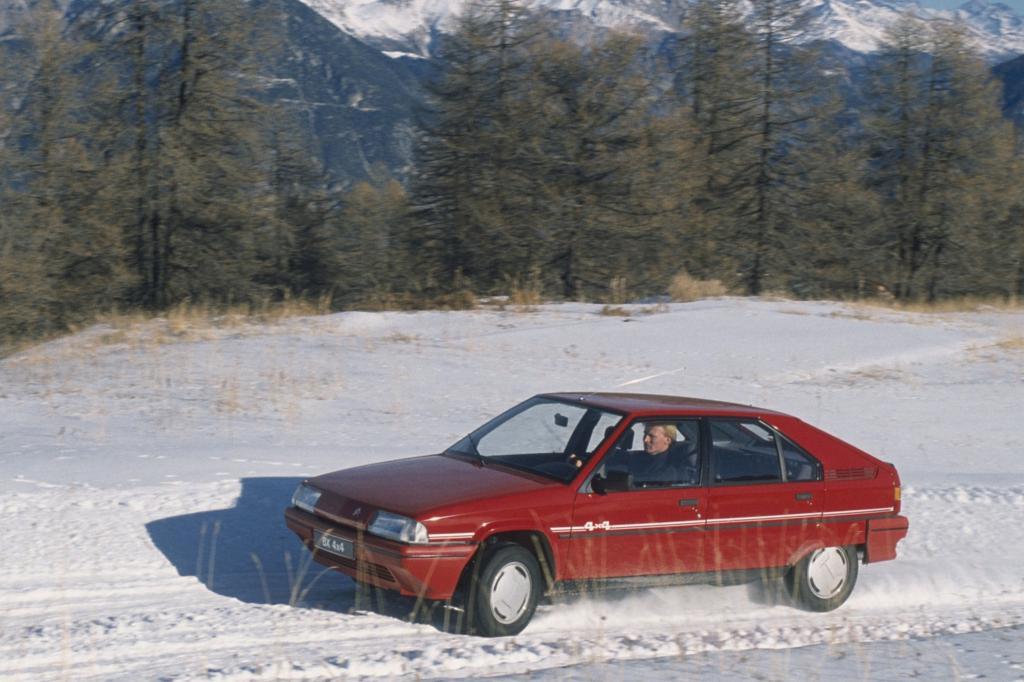 Die modernen Reihenmotoren und Getriebe stammen von Peugeot