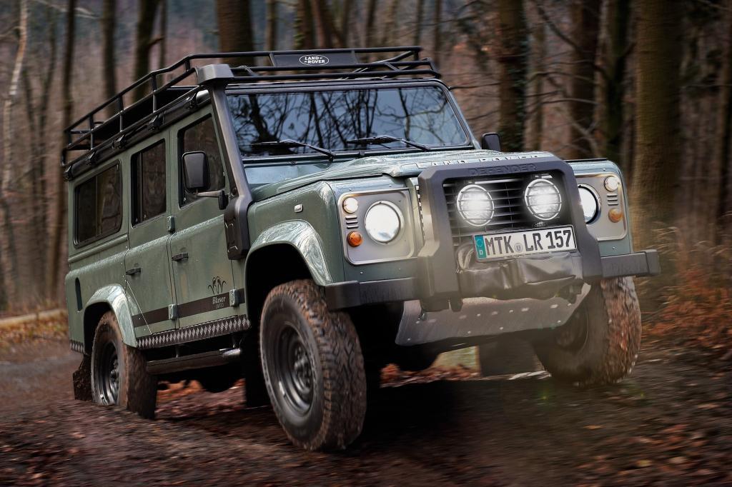 Ein Land Rover Defender kommt überall durch