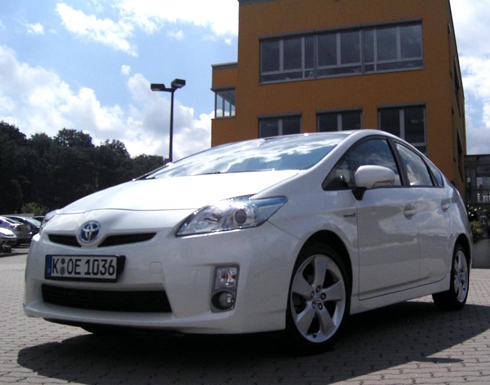 Erste Hybridfamilie: Toyota Prius, …