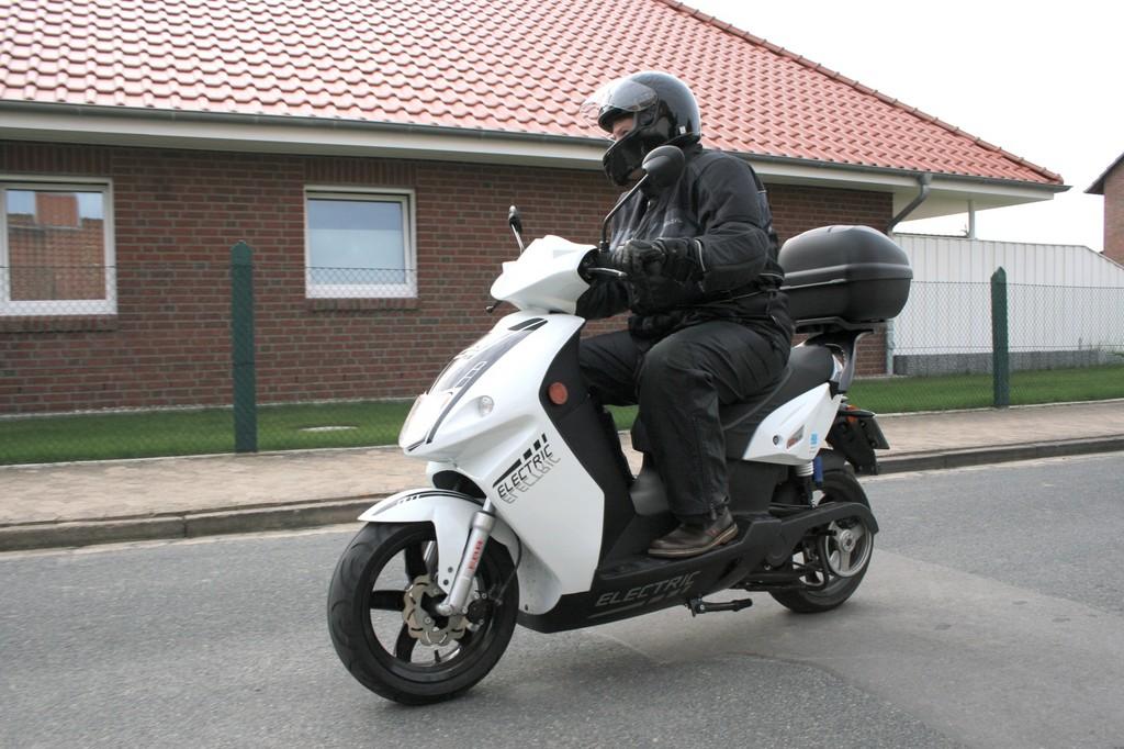 Fahrbericht Govecs Go S 3.4: Mit 80 km/h lautlos über die Landstraße