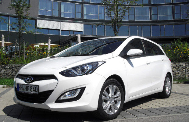 Flotter Kompaktkombi: Hyundai kündigt geräumigeren i30cw für September an