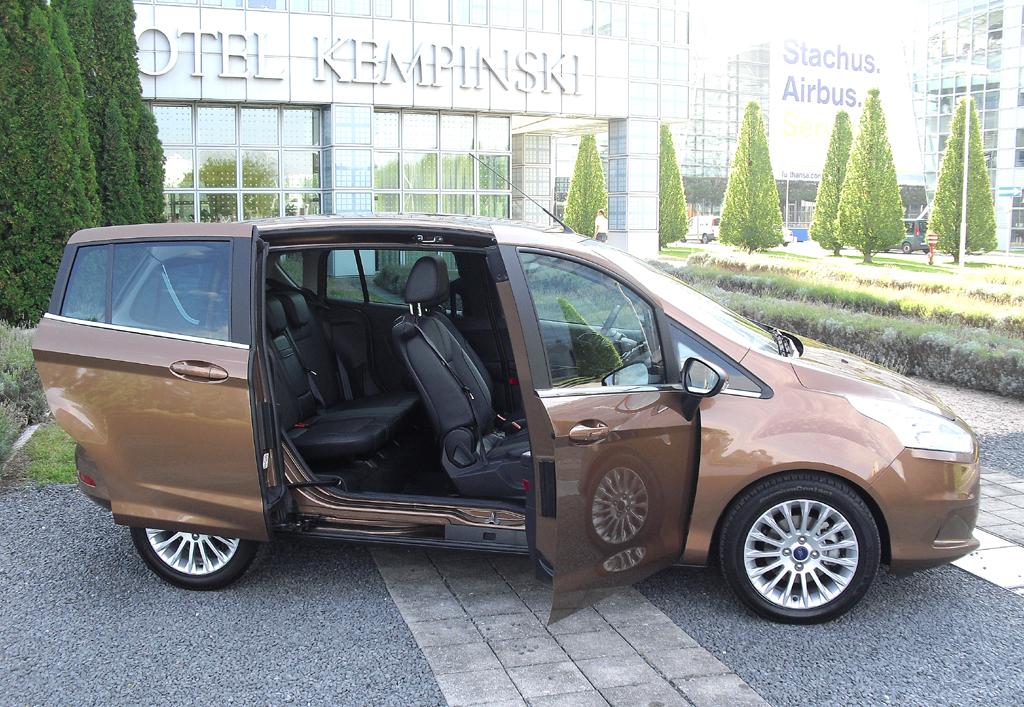 Ford B-Max: Die B-Säule in der Mitte fehlt. Hinten sind seitliche Schiebetüren angebracht.