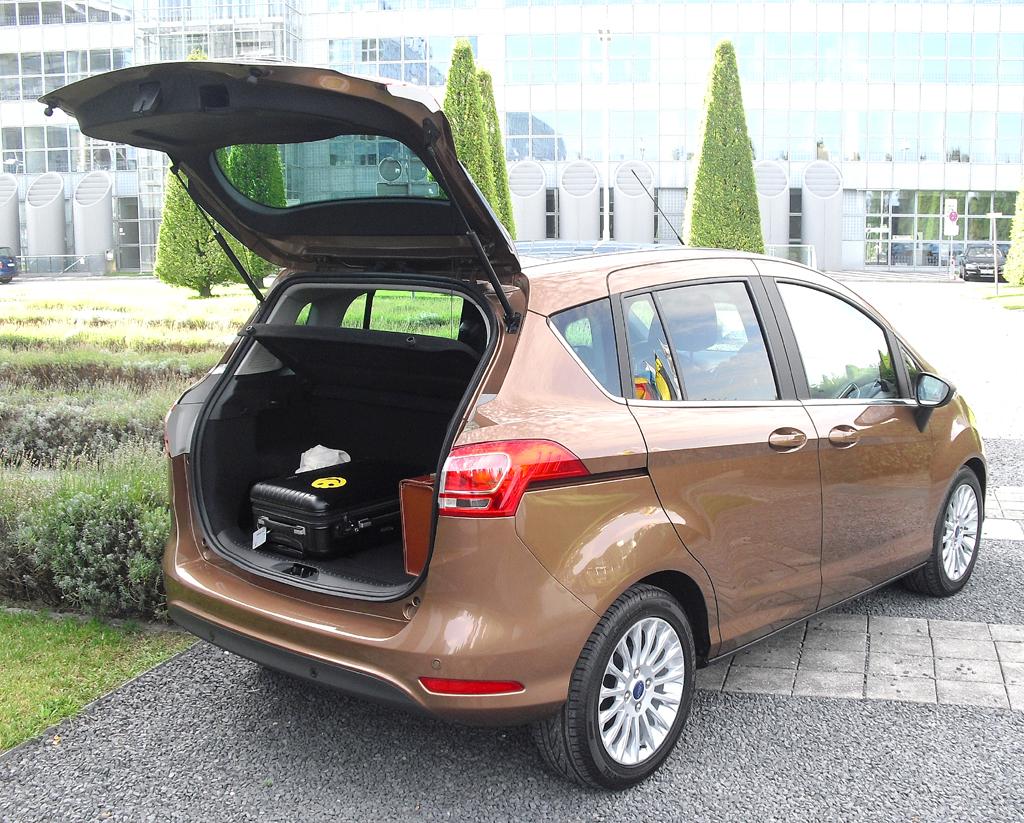 Ford B-Max: Ins Gepäckabteil passen 318 bis 1386 Liter hinein.