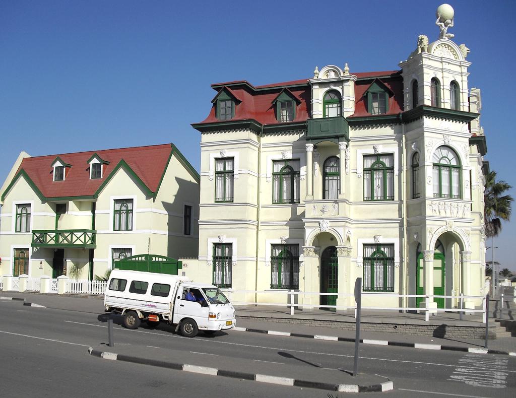 In Swakopmund: Hohenzollern-Haus, ...