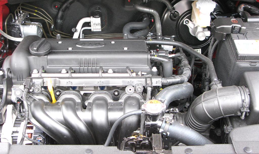 Kia Rio: Blick unter die Motorhaube.
