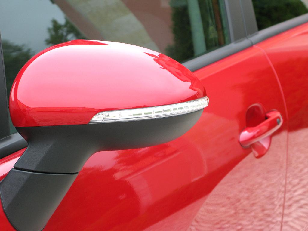 Kia Rio: In die Außenspiegel sind Blinkleisten integriert.