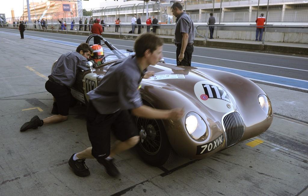 Klassische Jaguar begeistern beim Oldtimer-Grand-Prix