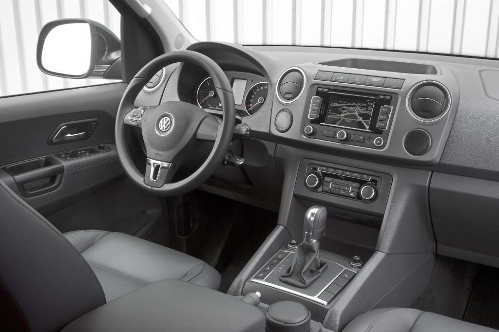 Mehr Leistung erhält der Bi-Turbo-Diesel in Kombination mit dem Schaltgetriebe
